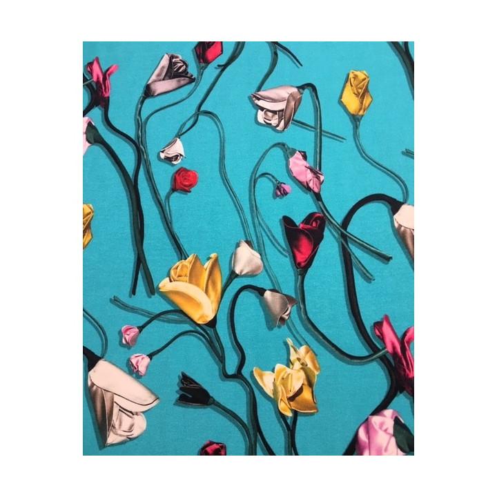 Tissu maille viscose roses sur fond turquoise
