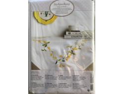 Kit de broderie - Nappe pré-imprimé couronne fleurs 80 x 80 cm