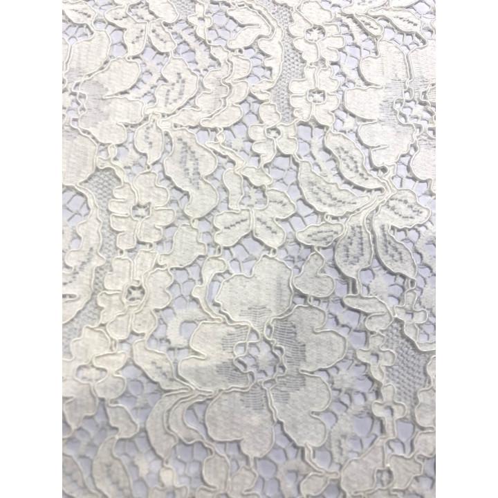 Tissu en dentelle blanc