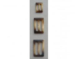 Boucle plastique façon corne pour trench