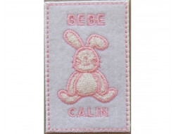 Ecusson thermocollant lapin rose sur fond blanc