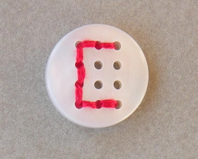 uk451460.18.12.bouton à broder